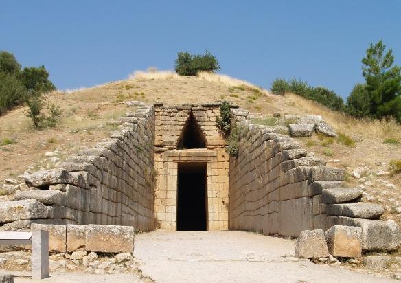 Ingresso alla cosiddetta «Tomba di Agamennone» (o «Tesoro di Atreo»). Tomba a tholos, Tardo Elladico IIIB (1250 a.C. ca.) a Micene.