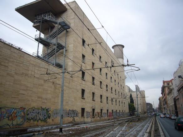 Esquilino_-_edifici_di_Termini_a_via_Giolitti_1000971