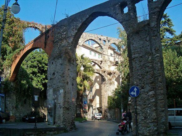 800px-Acquedotto_medievale_di_Salerno