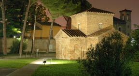 mausoleo_di_galla_placidia_esterno_notturno