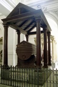 navata meridionale 20 tomba Enrico VI