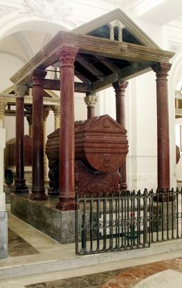 navata meridionale 21 tomba Federico II (1)